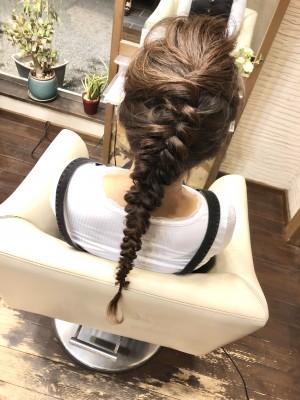 エルサ エルサ風 ヘアメイク 編み込み 編み下ろし 土浦市 美容室 りずむヘアデザイン